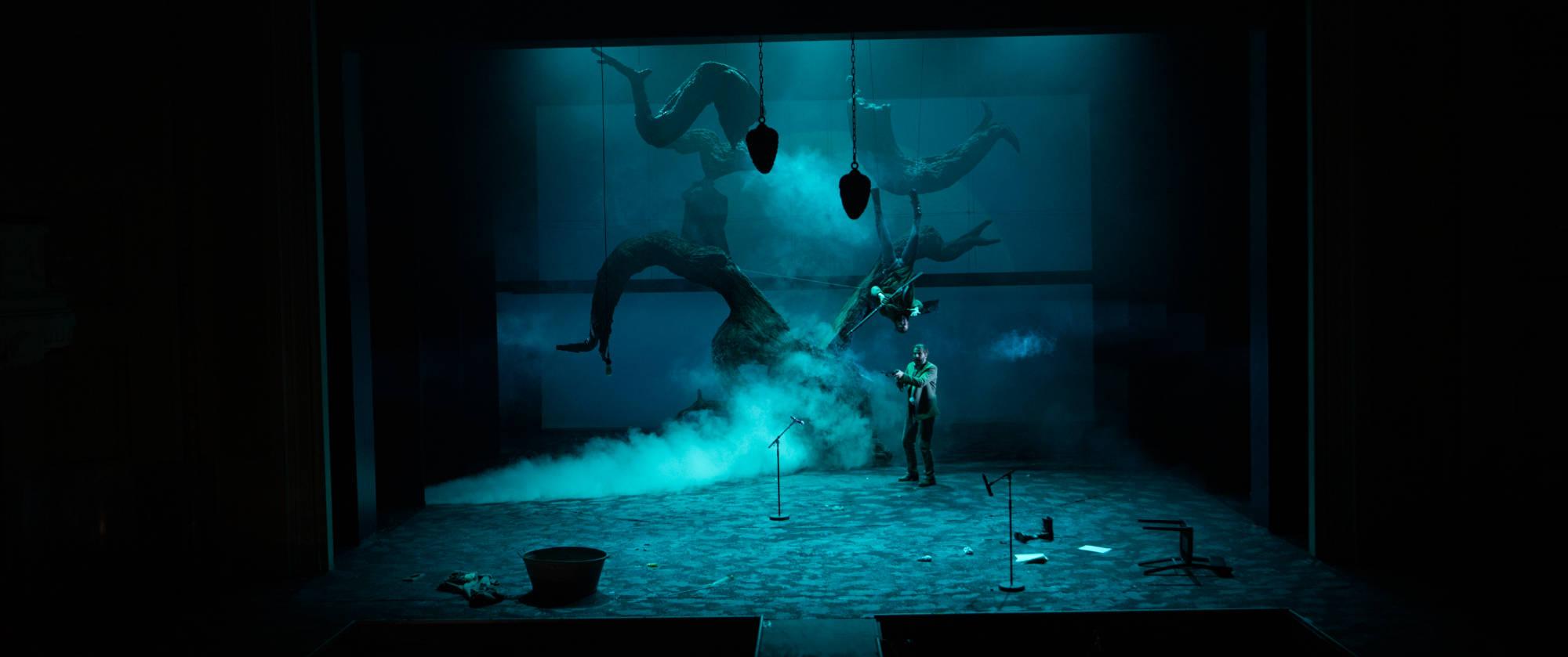 007-BLACK-RIDER-Staatstheater-Cottbus-Regie-und-Buehne-Malte-Kreutzfeldt-2019-photo-c-Marlies-Kross-2019