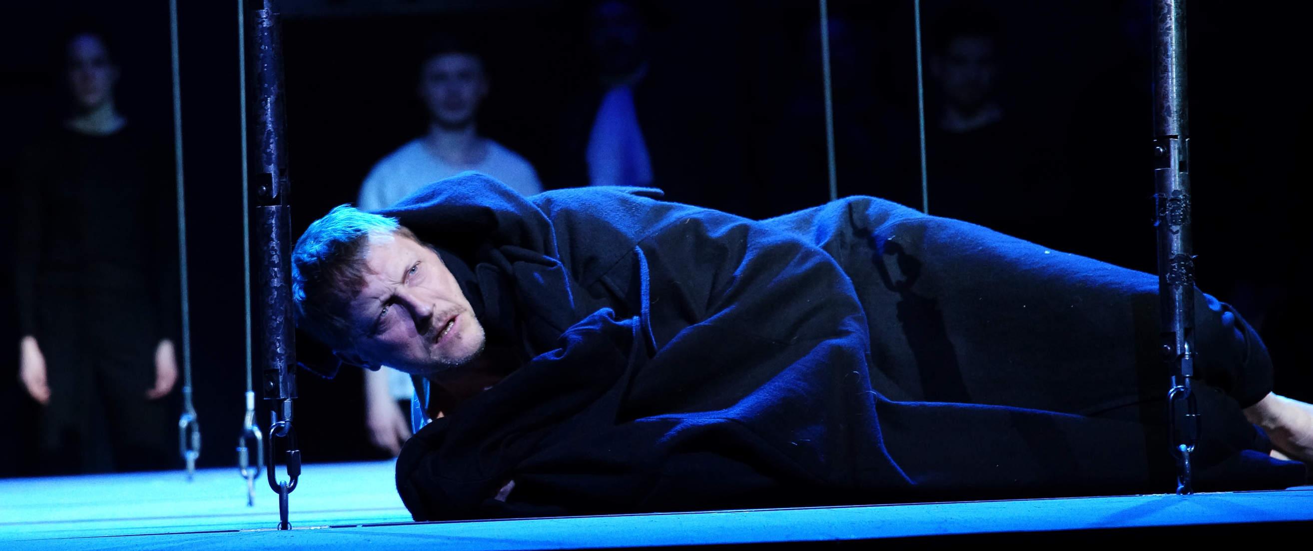 016-DIE-ELENDEN-nach-Victor-Hugo-Les-Miserables-von-Malte-Kreutzfeldt-Regie-c-photo-Olaf-Struck-Theater-Schauspielhaus-Kiel-2019