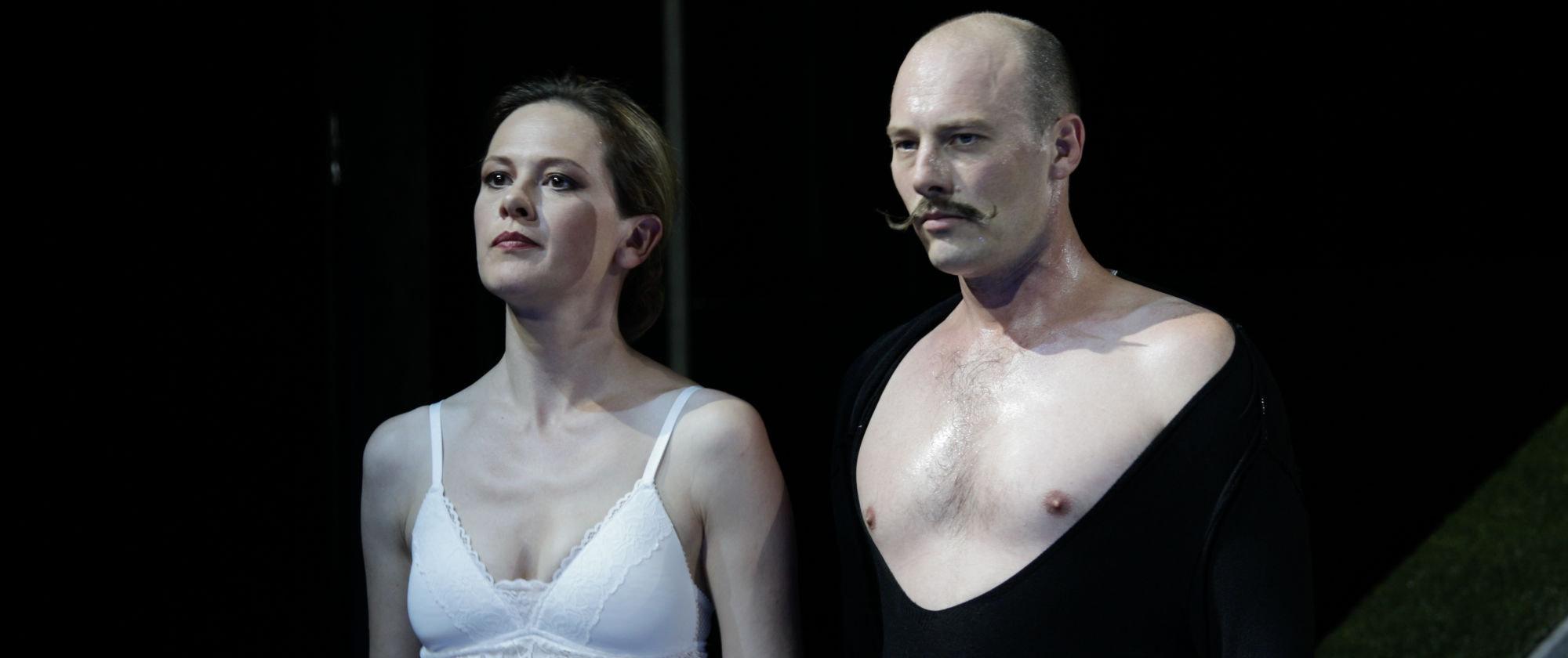 013-VIEL_LAERM_UM_NICHTS_Shakespeare_Regie_Malte_Kreutzfeldt_Staatstheater_Augsburg_2018