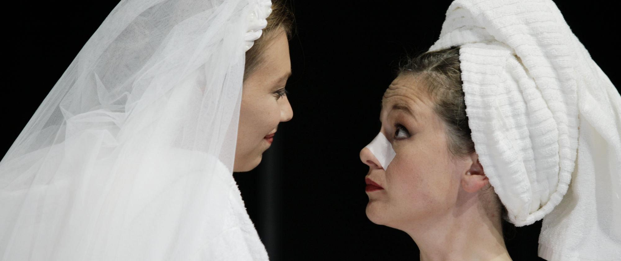 030-VIEL_LAERM_UM_NICHTS_Shakespeare_Regie_Malte_Kreutzfeldt_Staatstheater_Augsburg_2018