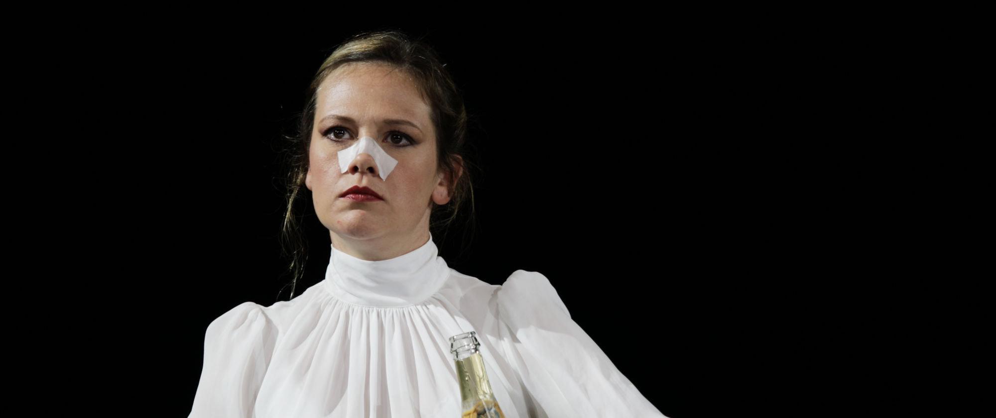 035-VIEL_LAERM_UM_NICHTS_Shakespeare_Regie_Malte_Kreutzfeldt_Staatstheater_Augsburg_2018