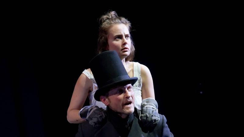 Olga von Luckwald (Cosette), Immanuel Humm (Valjean) _ photo (c) Olaf Struck
